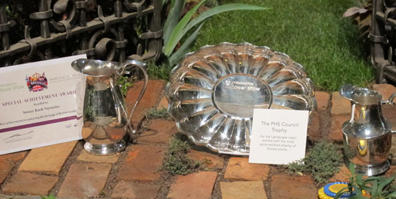 """Hidcote Holiday"" Exhibit Wins Awards"